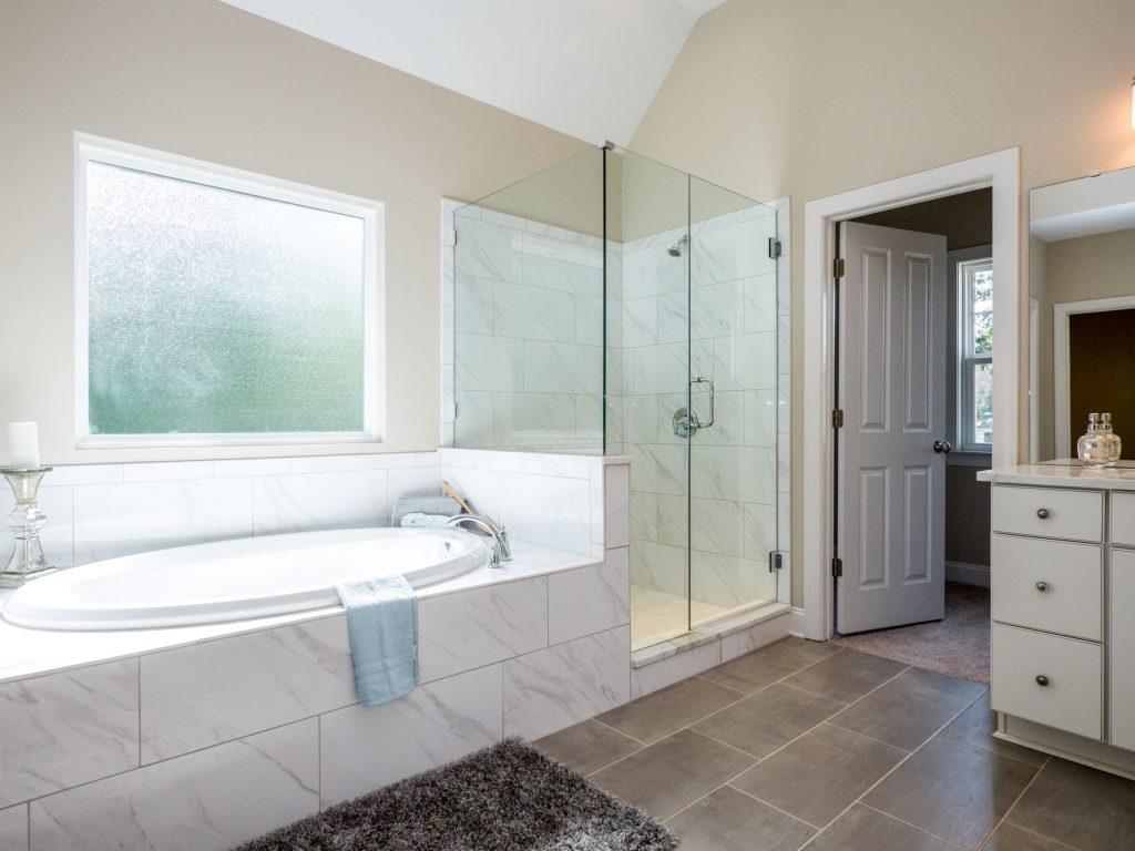 Waterside Views at Kristen Lake Master bathroom